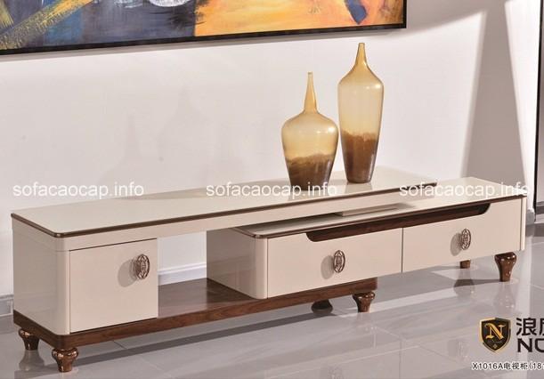 Nếu không gian phòng khách nhỏ hẹp, thiết kế đơn giản thì những mẫu kệ tivi với gam màu tươi sáng như màu trắng, màu kem sẽ là gợi ý thích hợp